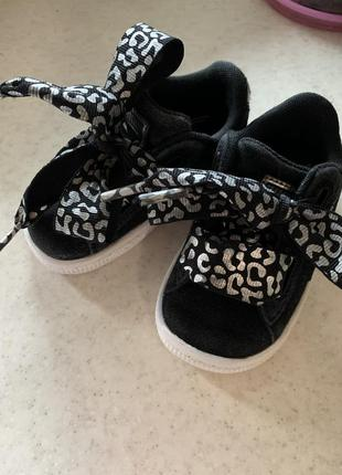 Фірмові кросівки для маленької модниці