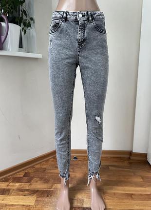 Серые джинсы варьонки