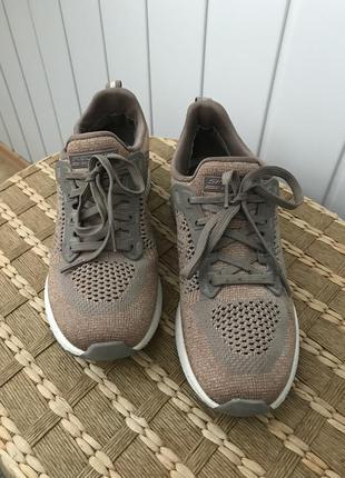 Зручні кросівки від skechers bobs