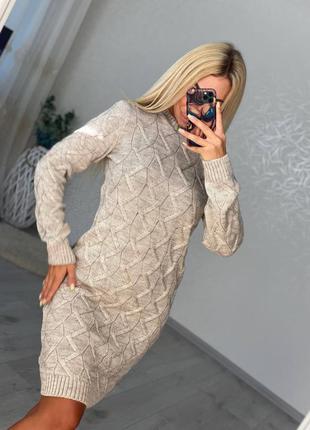 Теплое платье миди с узорами