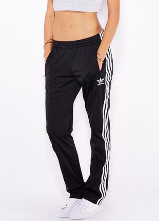 Классные спортивные штаны от adidas