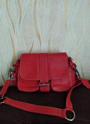 Красная кожаная сумка roots канада