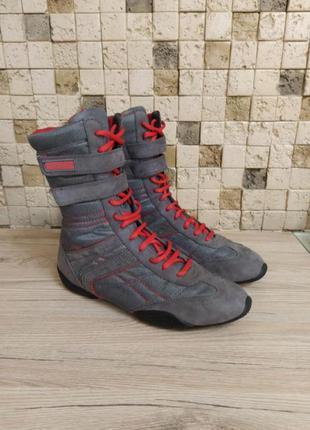 Спортивные ботинки, сапоги
