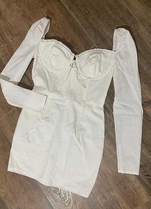 Белое мини платье под корсет с длинным рукавом