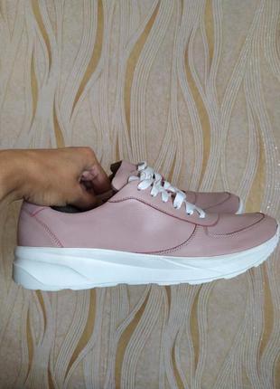 Кожаные кроссовки 39 р