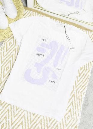 Новая белая футболка с принтом na-kd