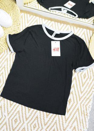 Новая черная футболка с каемкой на манжетах h&m