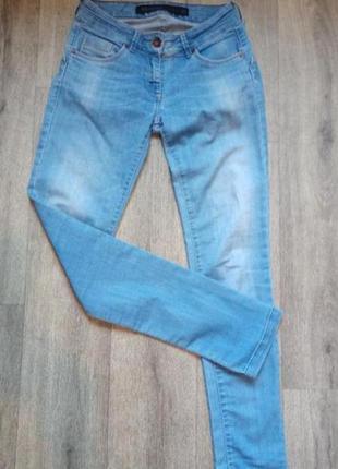 Стильные джинсы скини s