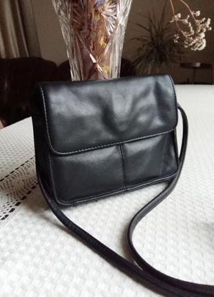 Кожаная черная сумка кроссбоди фирмы marks&spencer st.michael