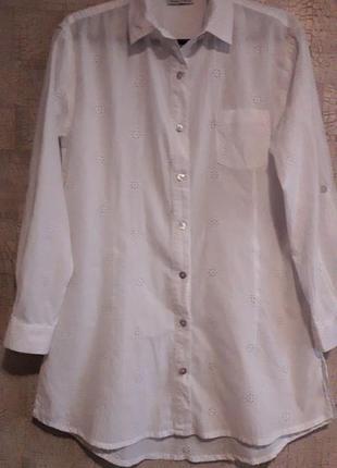 Белая хлопковая рубашка с выбитым рисунком, 10 размер.