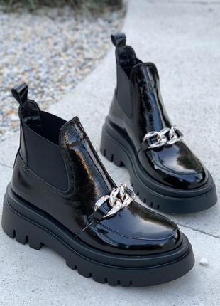 Чёрные лаковые ботинки челси осенние на байке