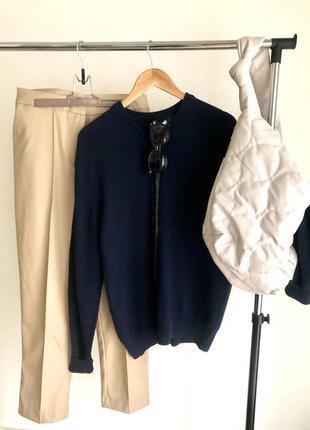 Объёмный шерстяной свитер