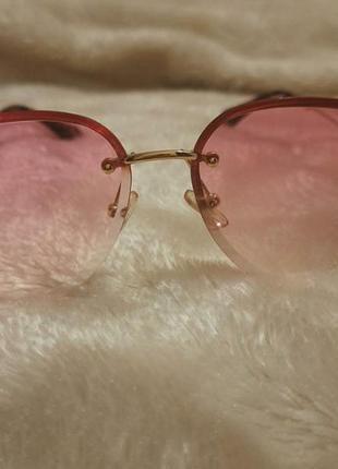 Очки розовые красивые