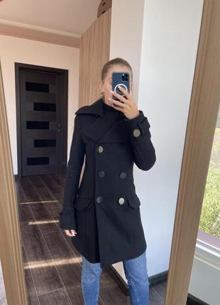 Пальто чорного кольору