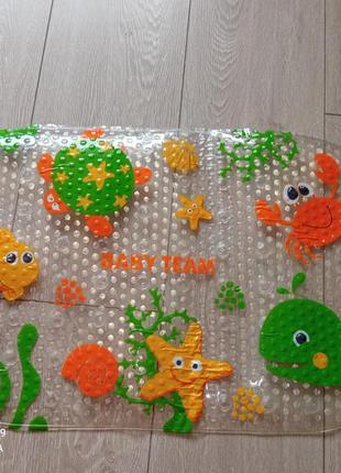 Антискользящий коврик в ванную