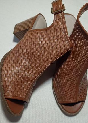 Босоножки бренд primark. туфли.