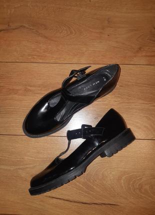 Туфли осенние лакированные лоферы оксфорды