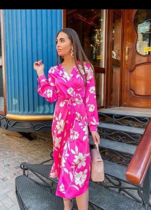 Шикарное яркое платье миди на запах в цветах