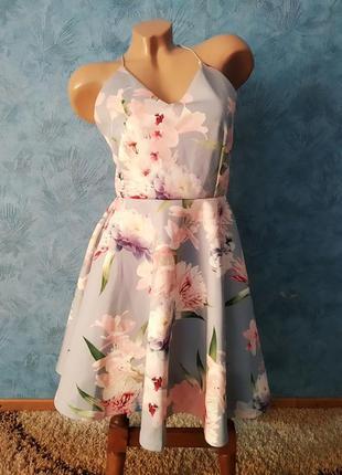 Невероятно красивое нежное платье миди с пышной юбкой