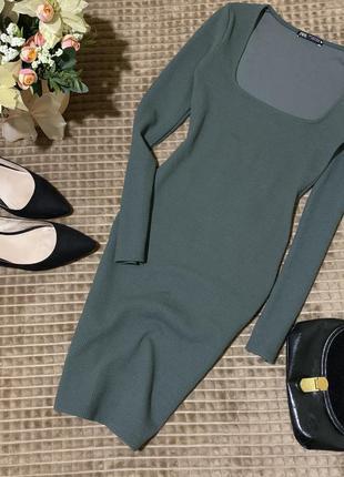 Актуальна сукня по фігурі з квадратним вирізом zara