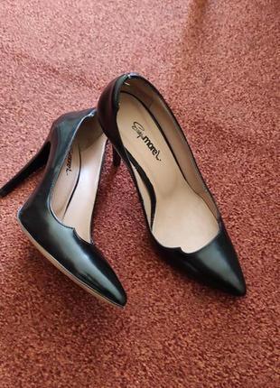 Класичні шкіряні жіночі туфлі 35 36 розмір