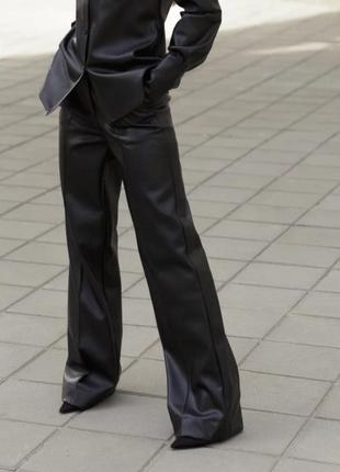 Стильні жіночі брюки-палаццо від дизайнерів cos