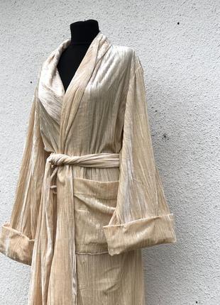 Телесный шикарный длинный халат эффектный