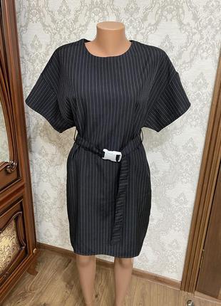 Стильне в полоску плаття