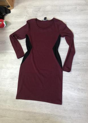 Платье hm с длинным рукавом визуально стройнит за счёт вставок