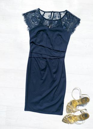 Облегающее синее платье с кружевом дания