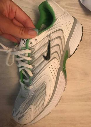 Спортивные кроссовки от nike