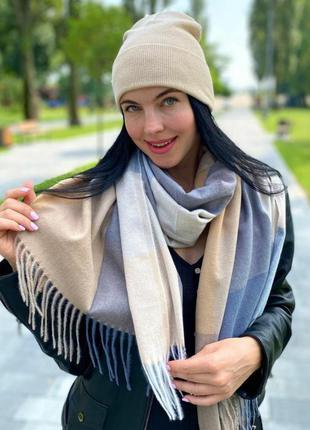 Бежевая шапка и шарф комплект