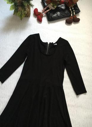 Расклешенное черное платье от h&m s- размер