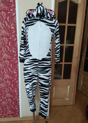 Ромпер зебра ,пухнастий і теплий з капюшоном на 11-12 років,груди 78см,ріст 152см.