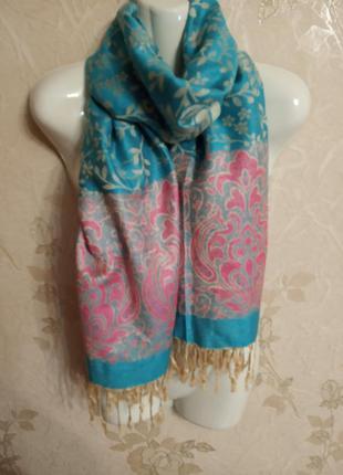 Красивий шарф палантин