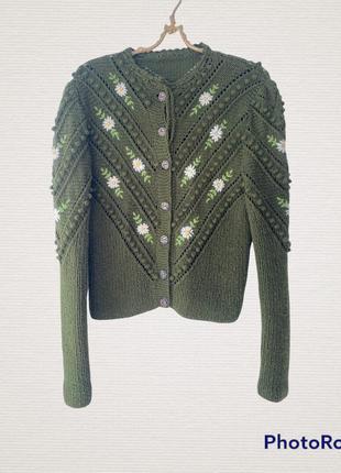 Вязаная кофточка с вышивкой под винтаж свитер