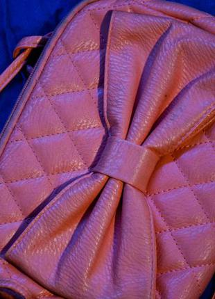 Розовая маленькая сумка
