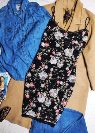 Topshop платье чёрное с гипюром открытой спиной цветочный принт по фигуре карандаш футляр миди