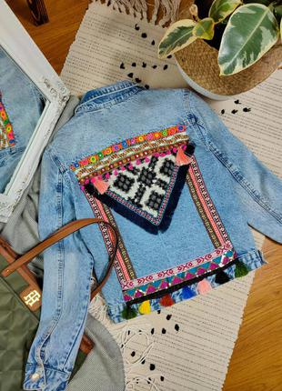 Джинсовый пиджак с красивой спинкой