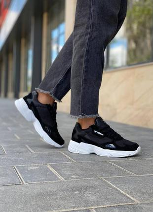 Женские кроссовки adidas falcon w black/ white чёрные с белой подошвой на очень спортивные