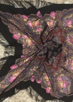 Очень красивый павловопосадский шерстяной платок с шелковой бахромой