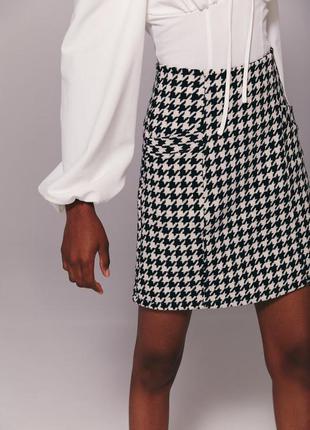 Черно-белая юбка мини в классический принт гусиная лапка