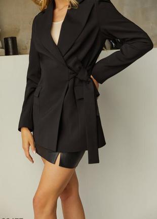 Черный пиджак на завязках