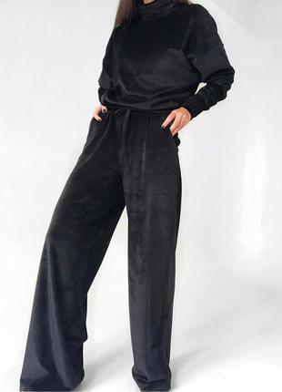 Черный велюровый прогулочный костюм