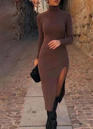 Платье миди с разрезом в рубчик