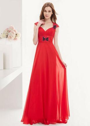 Нарядное красное платье с шифоном и стразами