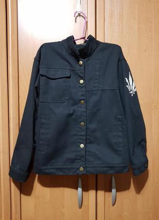 Стильная чёрная джинсовая куртка, джинсовка, джинсовый пиджак