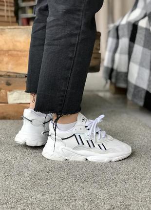 Женские кроссовки adidas ozweego white/black