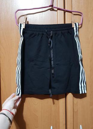 Стильная коттоновая чёрная юбка, короткая юбочка с лампасами, мини спідниця