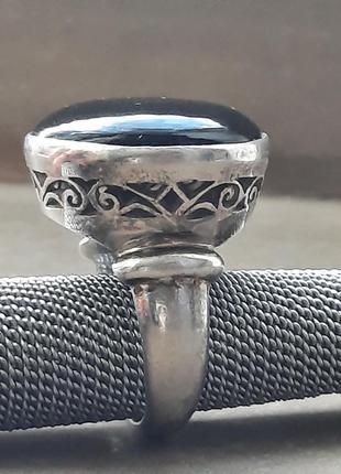 Дизайнерское серебрянное кольцо с ониксом на высоком касте